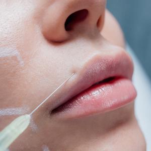 למה חשוב להזריק אצל כירורג פלסטי